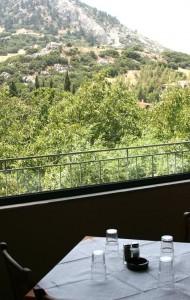 restaurante con vistas al Monte Parnaso (foto Flickr de Tim Taber)