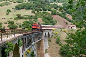 Tren cerca de Karia, en la Grecia Central (Foto Flickr de Nikos Kantiris)