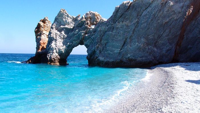 Playa de Skiatos en la isla de Skopelos (Islas Sarónicas)