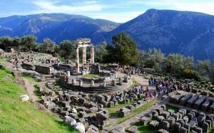 Santuario de Atenea Pronaia en el sitio arqueológico de Delfos, en el Monte Parnaso (Foto Flickr de DimitriS Photography)
