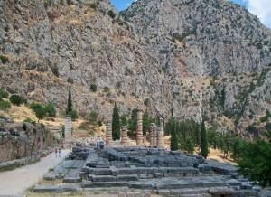 Restos arqueológicos de Delfos bajo el Monte Parnaso (Foto Flickr de philip0619)