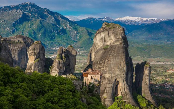 Panorámica de los Monasterios de Meteora sobre las rocas